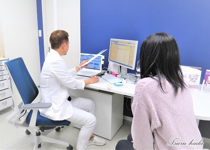 白✕ブルーの爽やかな診察室